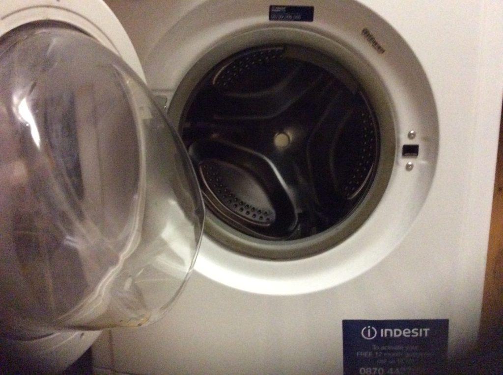 The magical 'circle' doorway of washing machine